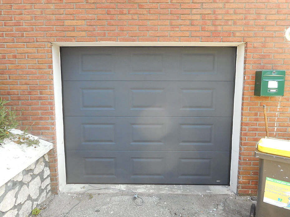 R alisations portes de garage sectionnelles mateco - Porte de garage sectionnelle gris anthracite ...